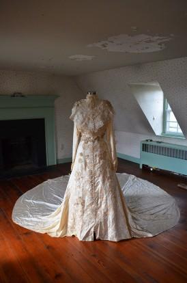 MelissaWeblarge_bridal-gown-bedroom1